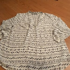 Maurices size 0 geometric blouse roll tab sleeves